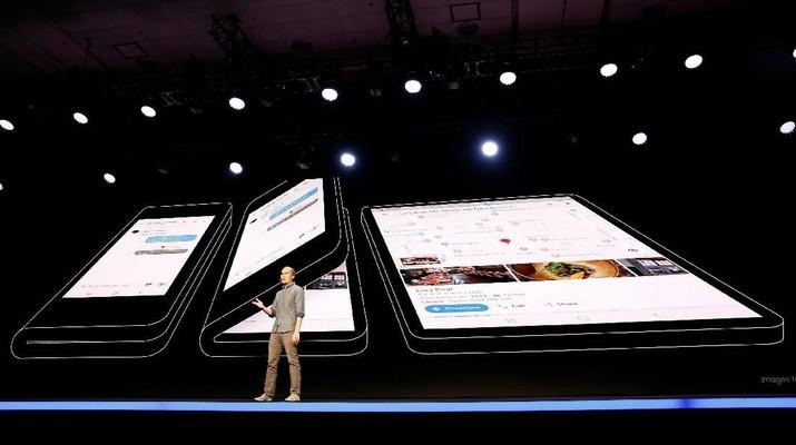 Raksasa teknologi asal Korea Selatan, Samsung, baru saja mengumumkan satu tipe ponsel pintar (smartphone) yang dapat dilipat menjadi setengahnya.