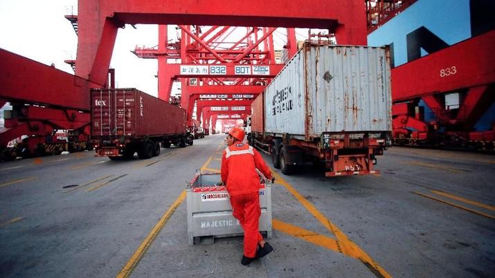 India telah memerintahkan penyelidikan atas dugaan praktik anti-persaingan usaha oleh Moller-Maersk dan DP World di pelabuhan Mumbai.