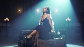 Ariana Grande 'Lega' Pegang Grammy Award Pertama