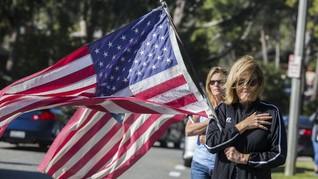 FOTO: Tragedi Penembakan, Bar California Bak Neraka