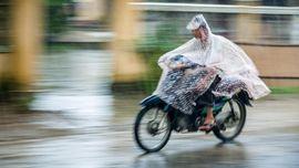 Polling CNNIndonesia.com: Jas Hujan yang Nyaman dan Aman