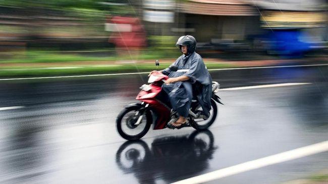 Jas Hujan Ponco Bukan Buat <i>Biker</i>