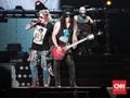 Tertawan Nostalgia di Konser Butut Guns N Roses