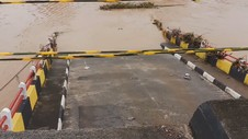 Akses Jalan Terbatas, Pemasangan Jembatan Bailey Tetunda
