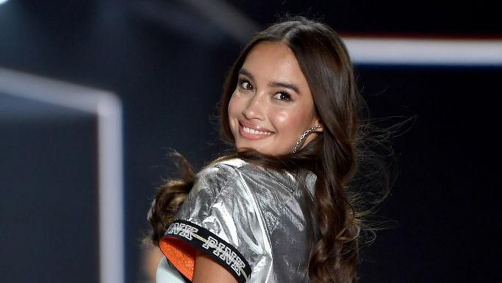 Rahasia Wajah Cantik Model Asia Tenggara Pertama di Show Victoria's Secret