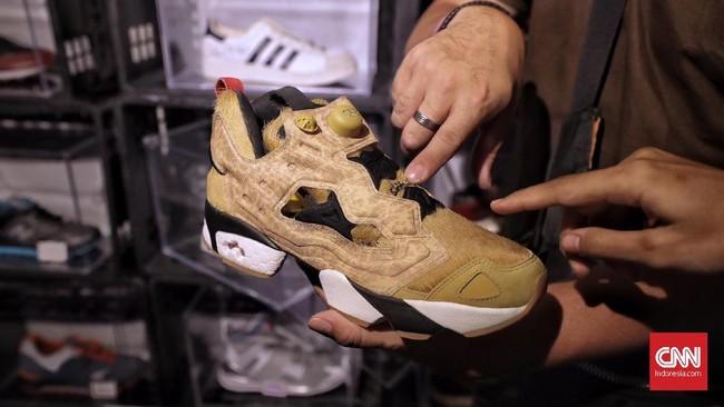 Sneaker Puma limited edition yang dimiliki Limited Edt Singapore menjadi salah satu incaran pengunjung pada USS. (CNN Indonesia/Hesti Rika )