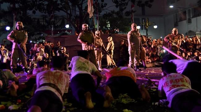 Drama kolosal yang menceritakan perjuangan rakyat Indonesia melawan dan mempertahankan kemerdekaan tersebut berjudul