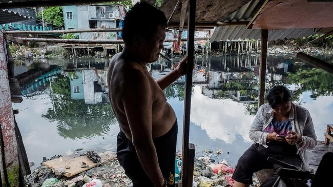 Saat ini, tinggal ribuan orang tanpa hak legal atas tanah di kawasan tepi sungai tersebut. (AFP/Nguyen)