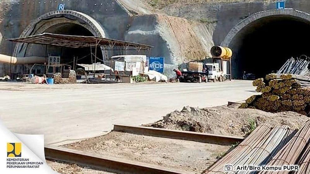 Tol Cileunyi-sumedang-Dawuan (Cisumdawu), merupakan tol pertama di Indonesia yang menggunakan terowongan. (Foto KemenPUPR)