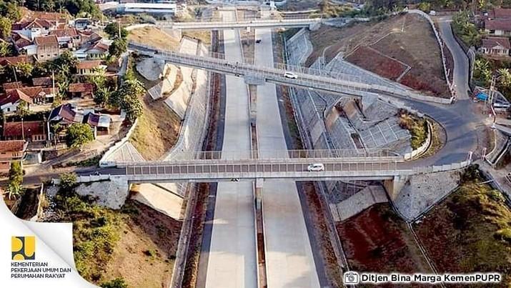 Mengintip Jalan Tol yang Punya Terowongan Tembus Bukit di RI