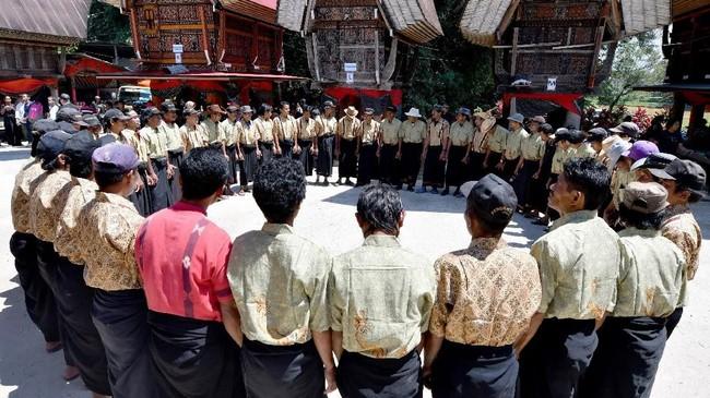 Jenazah orang Toraja mesti melalui ritual selama berbulan-bulan sebelum akhirnya dimakamkan.(AFP/GOH Chai Hin)
