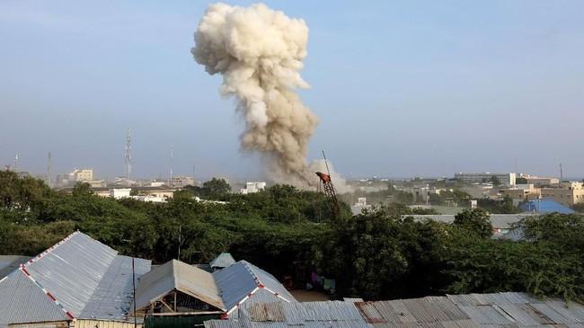 Ledakan dan serangan itu terjadi di dekat markas polisi Sahafi hotel dan Divisi Investigasi Kriminal (CID). (REUTERS/Feisal Omar)