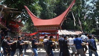 FOTO: Rambu Solo, Pemakaman Miliaran Rupiah di Toraja
