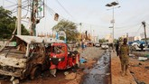 Pelaku meledakkan rompi yang dibebani bahan peledak di pintu masuk depan hotel, ketika tiga penyerang dalam seragam militer Somalia ditembak di pintu belakang. (REUTERS/Feisal Omar)