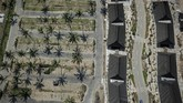 Foto udara bangunan sentra Usaha Mikro, Kecil dan Menengah (UMKM) di kawasan Mandalika, Desa Kuta, Pujut, Praya, Lombok Tengah, NTB.