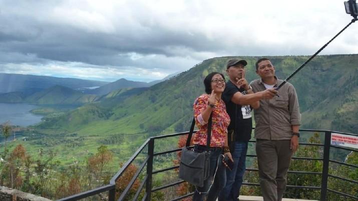 Jalan Mantap & Menara Pandang Manjakan Wisatawan Danau Toba