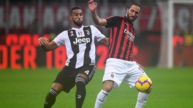 Setelah tertinggal, AC Milan berusaha keras membongkar pertahanan Juventus. (REUTERS/Alberto Lingria)
