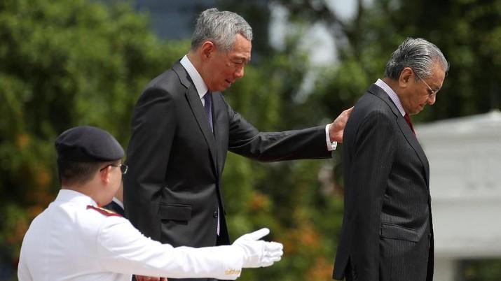 Mahathir Sebut Hubungan Malaysia-Singapura Bagai Anak Kembar