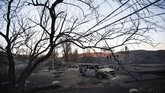 Derita tak lantas berlalu bagi mereka yang selamat. Angin panas masih akan berembus setidaknya hingga Selasa (13/11). (Reuters/Mario Anzuoni)
