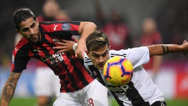 AC Milan berusaha menaklukkan Juventus untuk bisa mempersempit jarak di klasemen. (REUTERS/Alberto Lingria)