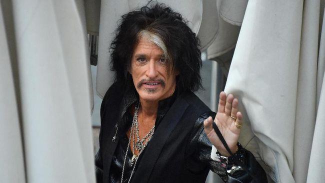 Gitaris Aerosmith Pingsan Usai Manggung