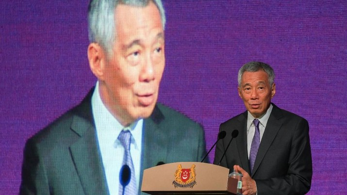 Singapore's Prime Minister Lee Hsien Loong speaks at the ASEAN Business and Investment Summit in Singapore, November 12, 2018. REUTERS/Athit Perawongmetha