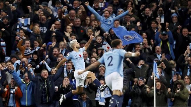Kemenangan atas Manchester United membuat Manchester City makin perkasa di puncak klasemen dengan nilai 32 poin. (Reuters/Jason Cairnduff)