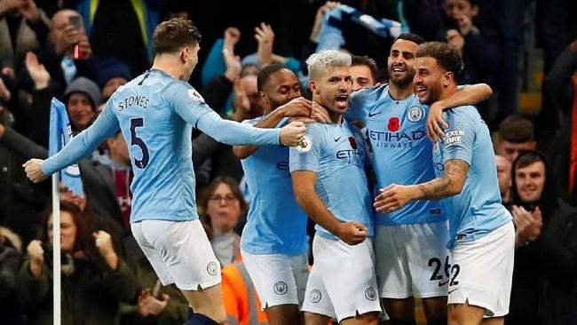 Gol tersebut membuat Sergio Aguero menyamai rekor gol Wayne Rooney dalam derby Manchester dengan jumlah delapan gol. (Reuters/Jason Cairnduff)
