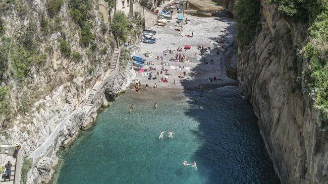 Pantai Tersembunyi yang Tak Kalah Cantik dari Amalfi Coast