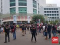 Ratusan Orang Demo Kantor Gojek dan Grab di Jakarta