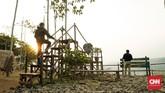 Gardu pandang di kawasan Bukit Panenjoan, menjadi lokasi favorit untuk berswafoto.