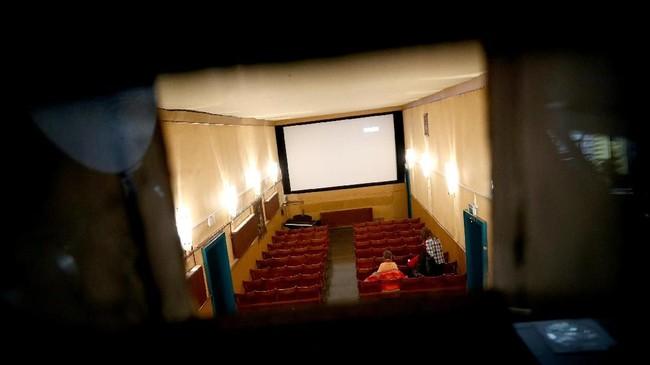 Bioskop Breitenseer Lichtspiele menjadi sarana hiburan warga setempat sejak 1909. (REUTERS/Lisi Niesner)