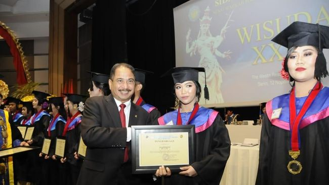 Menpar Dorong Lulusan STP Bali Berwirausaha Lewat Digital