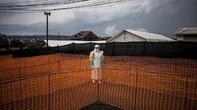 Angka itu cukup besar jika dibandingkan dengan 291 kasus Ebola yang telah terkonfirmasi sejak wabah dimulai pada Agustus 2018. (Photo by John WESSELS/AFP)