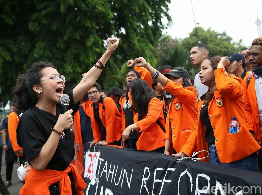 Aksi Mahasiswa Tuntut Penuntasan Kasus Semanggi 1