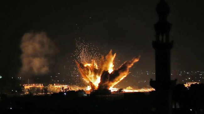 Balas Roket Hamas, Israel Serang Jalur Gaza dari Udara