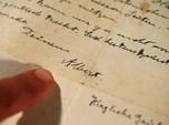 Wow! Surat Tulisan Tangan Buat 'Perang' hingga Laku Rp 17 M