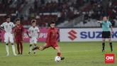 Stefano Lilipaly yang masuk menggantikan Septian David Maulana mencetak gol kedua Indonesia setelah sukses menjadi algojo tendangan penalti. (CNN Indonesia/Adhi Wicaksono)