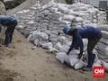 DKI Tumpuk 11 Ribu Karung Pasir Atasi Tanggul Jebol di Jakut