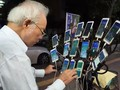VIDEO: Kakek 70 Tahun Main Pokemon Go Pakai 15 Ponsel