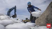 FOTO: 11 Ribu Karung Pasir Antisipasi Banjir Jakarta