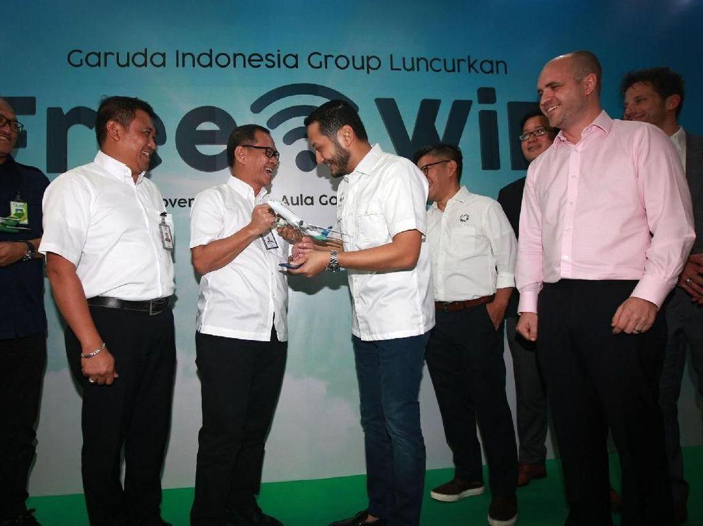 Dengan kerjasama tersebut, pengguna jasa Garuda Indonesia dan Citilink dapat menikmati layanan akses internet secara cuma-cuma di seluruh penerbangan Citilink dan seluruh penerbangan domestik Garuda Indonesia. Istimewa.