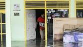 Memasuki musim hujan, banjir melanda sejumlah daerah di Indonesia. Tak sedikit yang disertai bencana longsor atau kerusakan infrastruktur. Intensitas hujan tinggi hampir merata di beberapa daerah. ANTARA FOTO/Nova Wahyudi/pd.