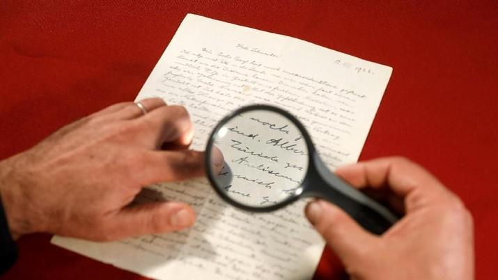 Rekor, 'Surat Tuhan' Einstein Berhasil Dijual Rp 41 M