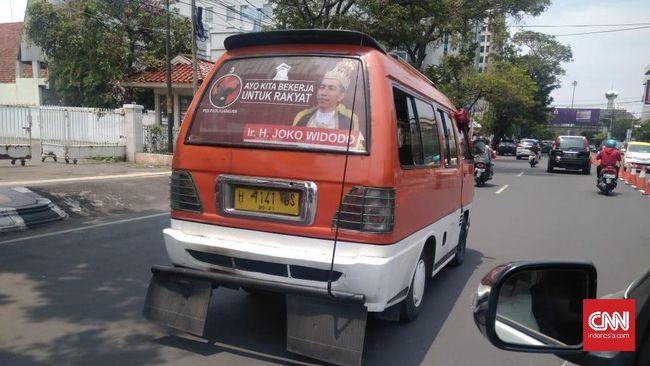 'Banteng' Jateng Sapu Poster Jokowi Raja
