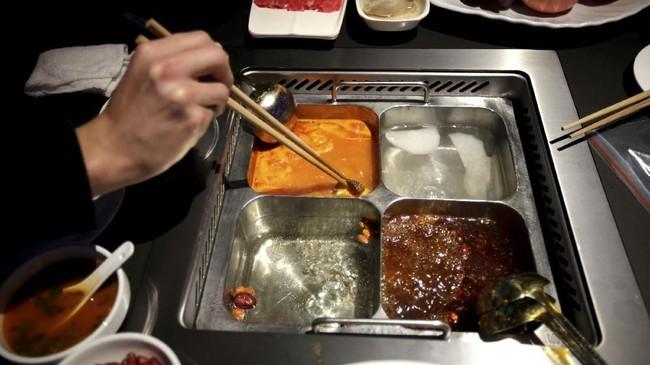 Para pelanggan di restoran ini bisa memilih rasa dan tingkat kepedasan sup yang ingin mereka makan lewat aplikasi.