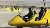 Bagi yang ingin terbang lebih lama dan jauh bisa menyewa gyrocopter ini dengan harga 160 JD (sekitar Rp3,7 juta) per orang selama 60 menit.