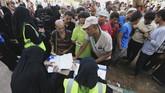 Merujuk pada data badan Mercy Corps, jumlah orang yang terkena malnutrisi akut di Hudaidah meningkat dua kali lipat hanya dalam waktu satu bulan. (Reuters/Abduljabbar Zeyad)
