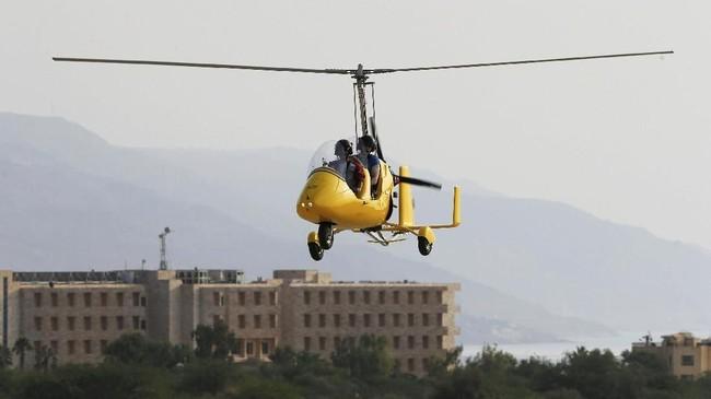 Penumpang diminta untuk menggunakan busana senyaman mungkin untuk naik gyrocopter, seperti tak menggunakan rok pendek, sepatu hak tinggi dan sendal.