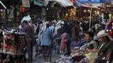 Yaman dibayangi wabah kelaparan akibat perang yang tak kunjung usai, membuat perekonomian negara itu kian buruk hingga disebut sebagai malapetaka. (Reuters/Mohamed al-Sayaghi)